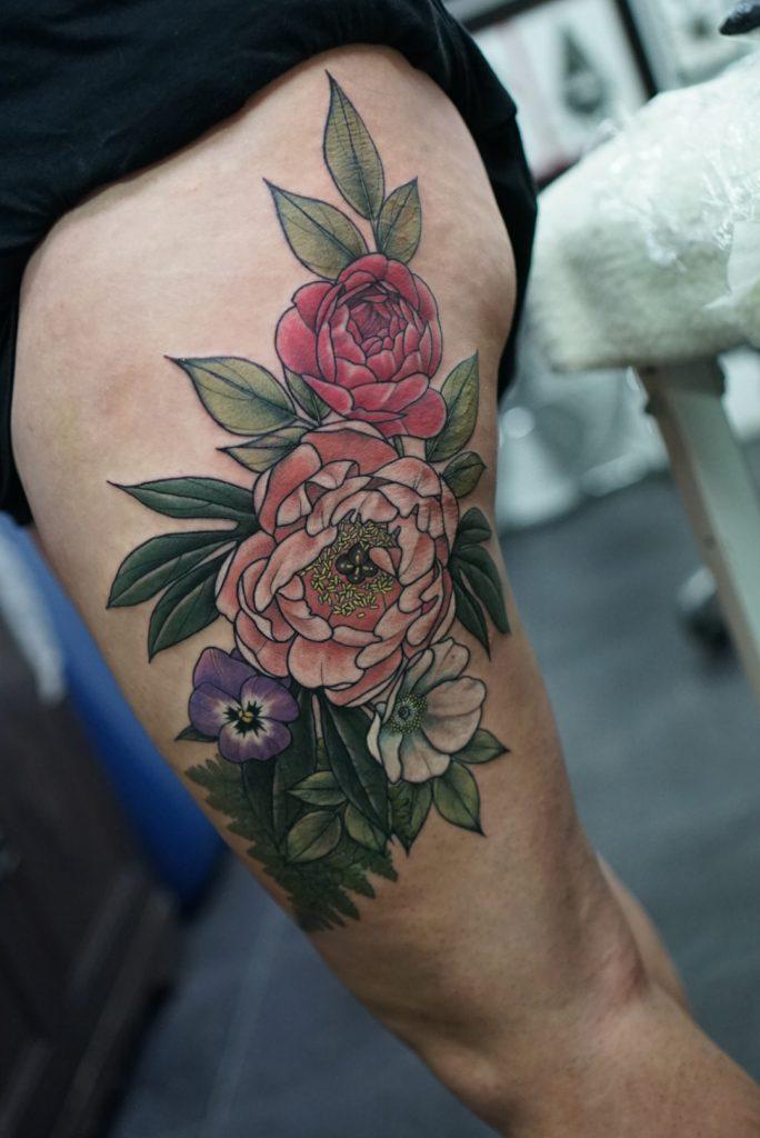 Floral_thigh_tattoo